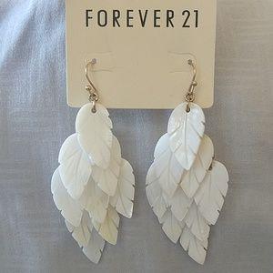 Brand new Forever 21 cream/gold earrings